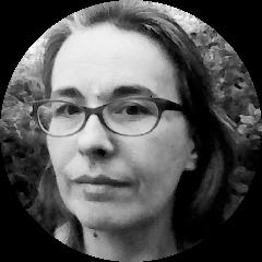 Katell METAYER (fille de Yann !)   Elle est tombée dans la marmite du spectacle quand elle était petite !  En 1994/1996, Elle suit la Formation Initiale REGIE PLATEAU au CFPTS.  Ensuite, elle occupe plusieurs postes : Technicienne de spectacle, machiniste, cintrière et régisseuse plateau dans différents théâtres parisiens et de la région parisienne, de 1995 à 1999.  Elle est embauchée à l'Opéra National de Paris - Bastille en 1999 en tant qu'accessoiriste, puis devient responsable de spectacle (depuis 2008) à 2014.  Puis elle entame une reconversion professionnelle pour quitter Paris !  En 2016, Yann l'embauche pour être son assistante.  Elle suit la formation Sécurité des lieux de spectacles, ainsi que les bases de la prévention des risques professionnels de l'INRS en 2016. En formation continue avec Yann et l'équipe d'ACEPS.  En 2018, elle devient attachée de direction de la société ACEPS, spécialisée dans la réalisation d'études, audits et conseils dans les domaines de la prévention des risques au travail, de la sécurité incendie et de la sûreté pour les métiers du spectacle et de l'événement.  Elle gère la partie administrative de la société et est aussi préventeur sur certains évènements.