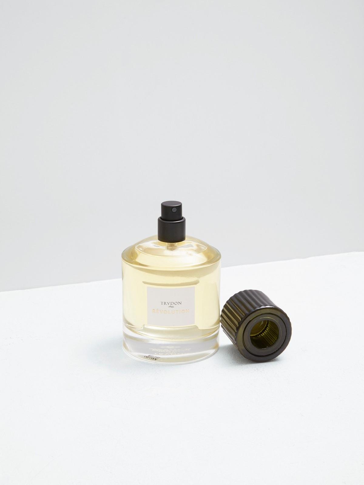 Cire-trudon-leparfum-Pauline+Deltour-01.jpg