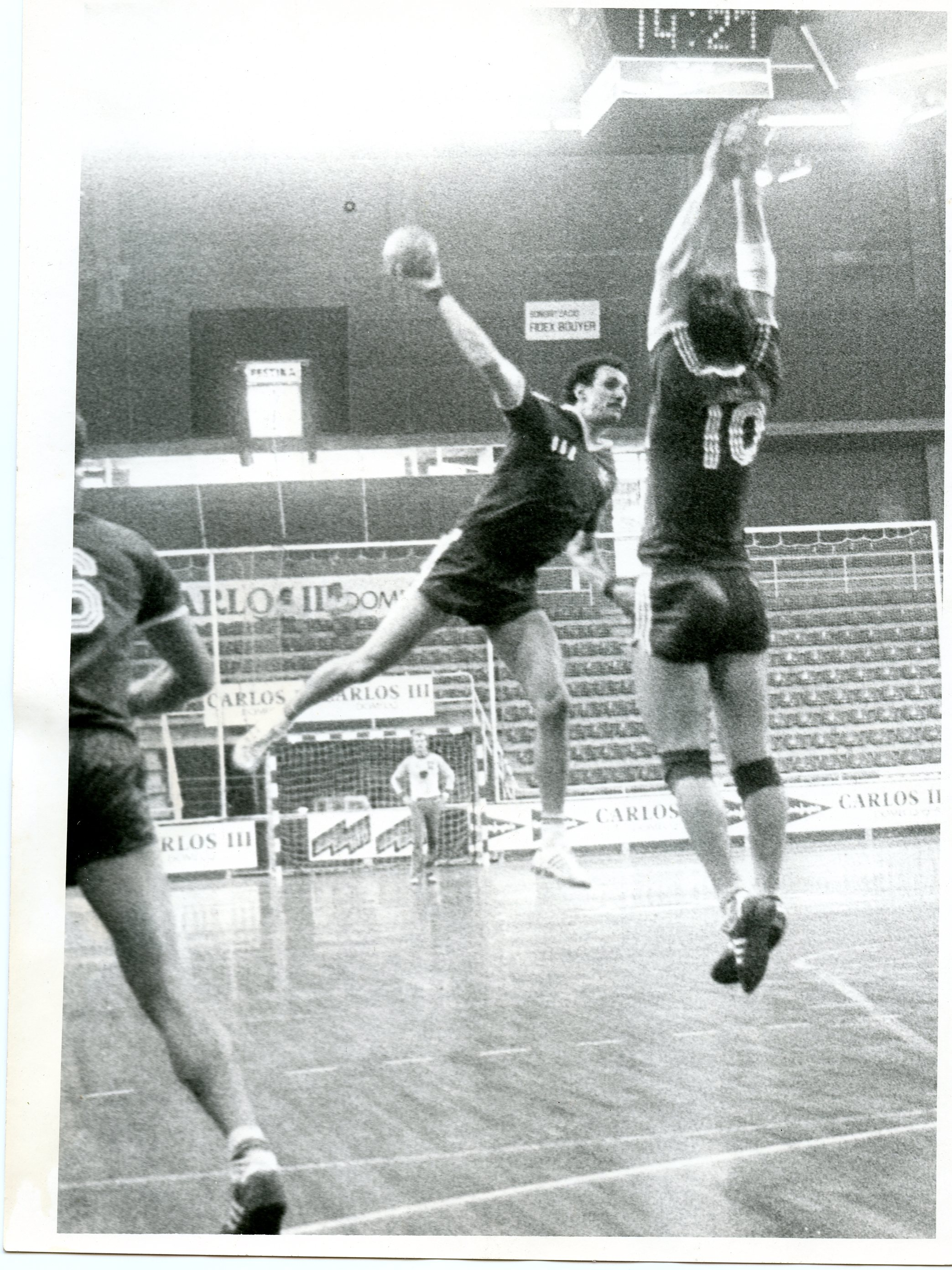 Bob Djokovic (throwing) against Switzerland (Barcelona, 1984) during the last preparation tournament before the Olympic Games in LA.