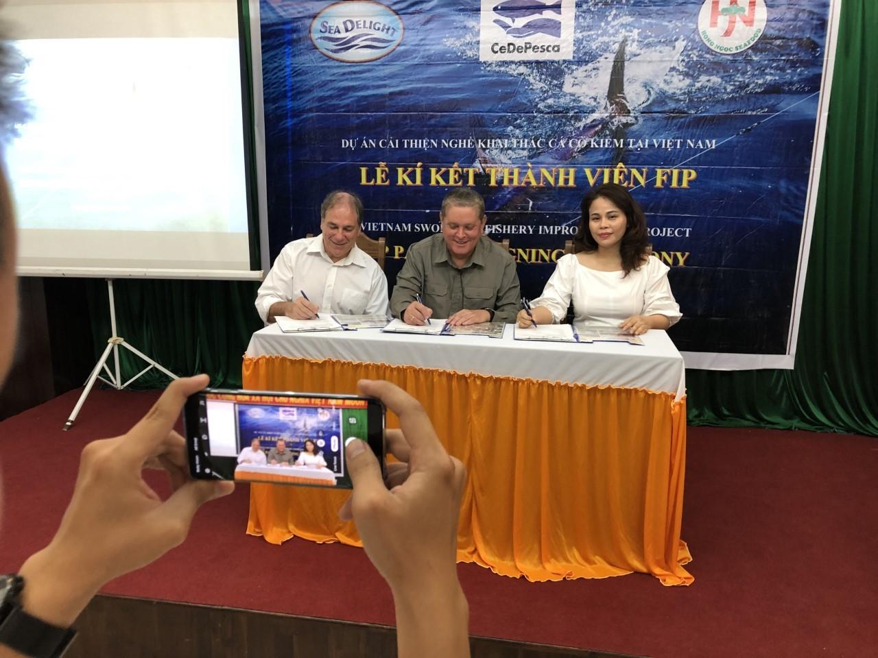 Ernesto Godelman (CeDePesca), Stephen Fisher (Sea Delight) and Tran Thi Hong Ngoc (Hong Ngoc)