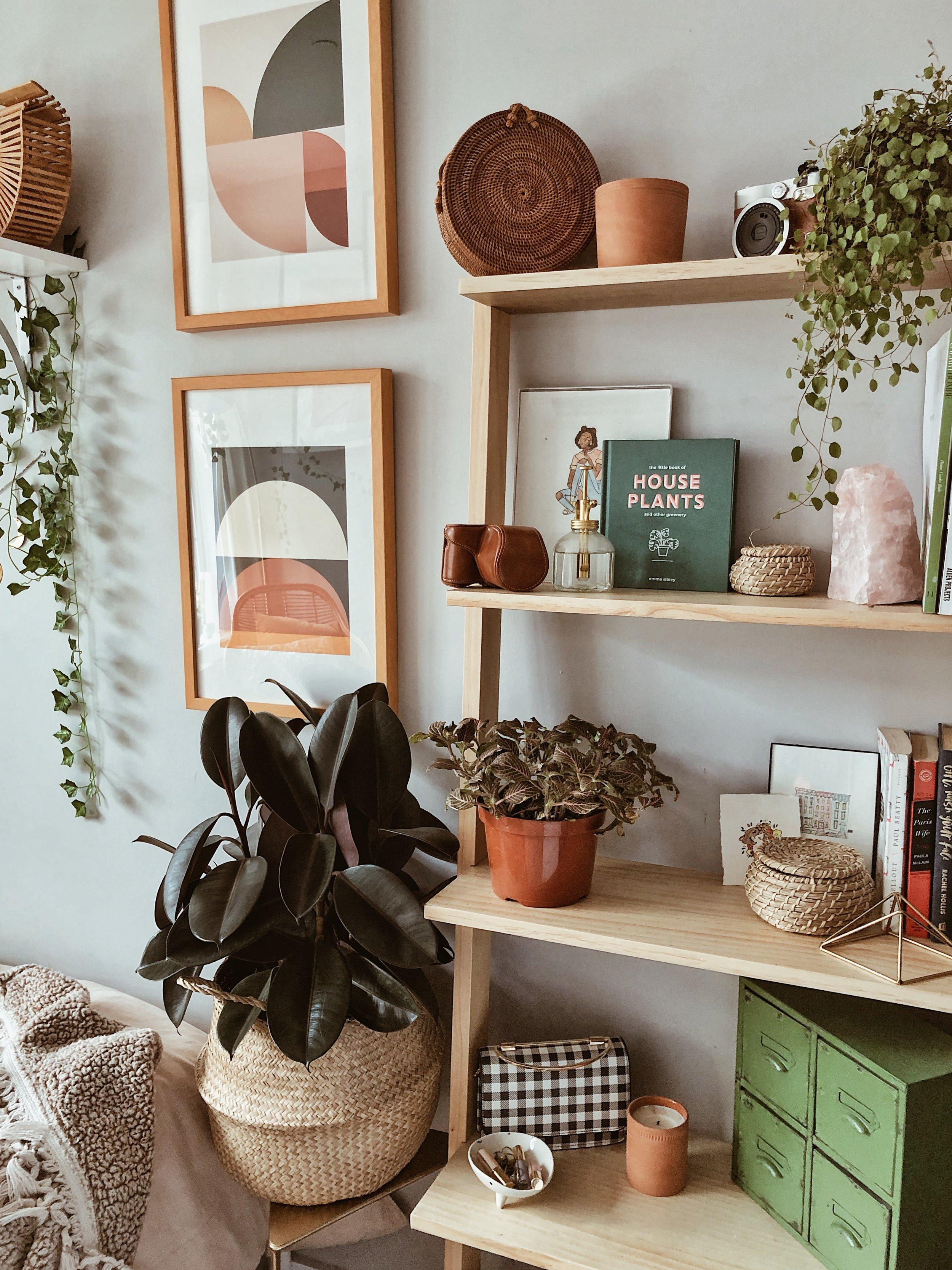 urban outfitters home bookshelf