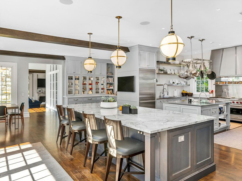 Kitchen Island with A Sink and A Granite Kitchen Island with Bar stools