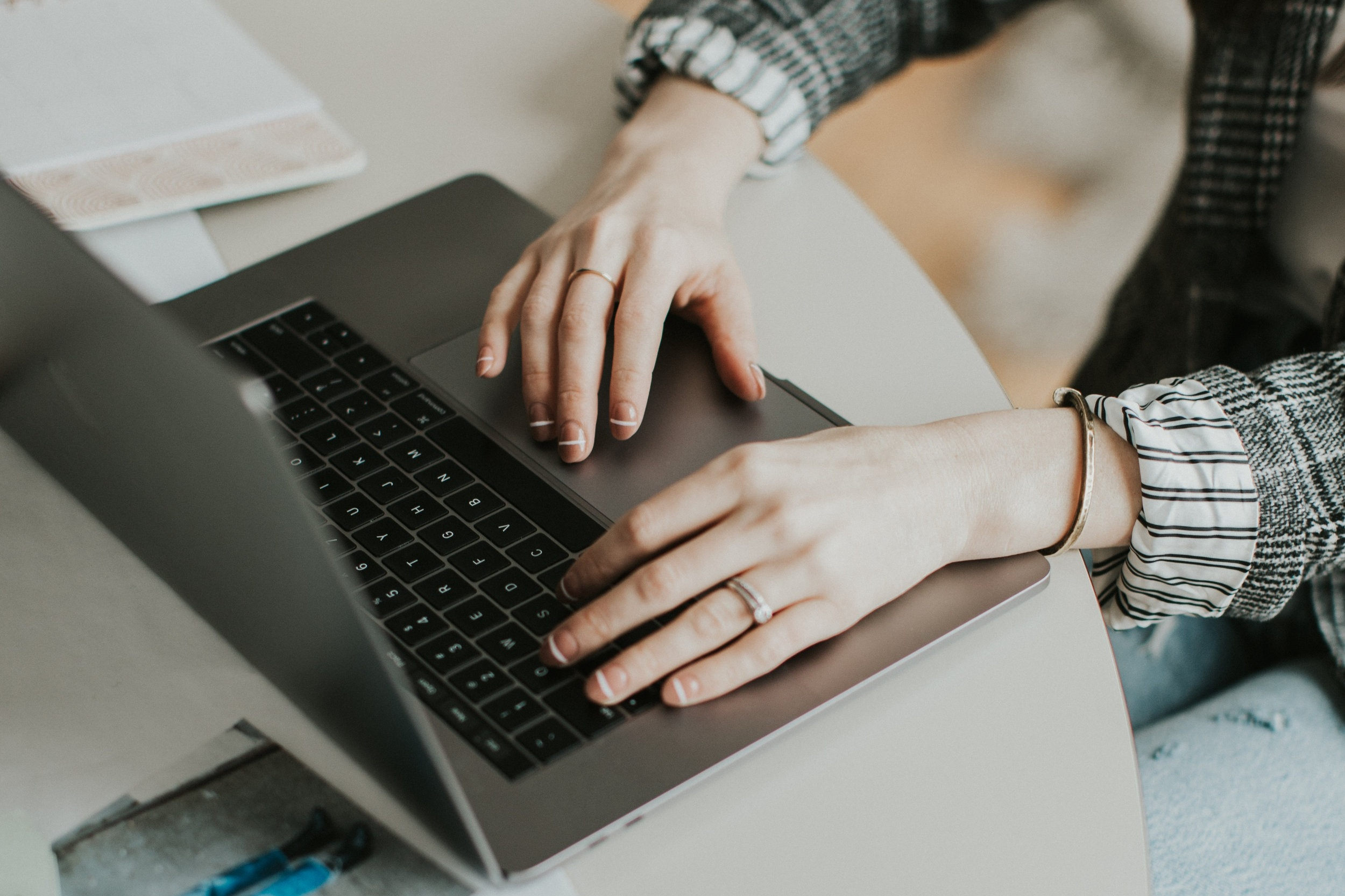 craft-and-curate-blog-entrepreneur-computer-desk