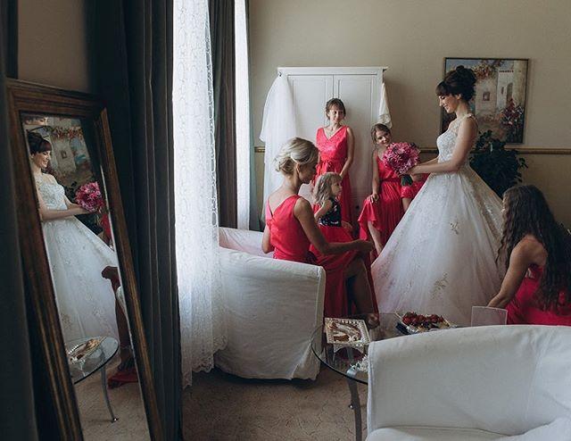 Друзья, так получилось, что 6 июля у меня отменилась съемка! Буду рад снять классную свадьбу или буду вторым фотографом! Зовите! . Напоминаю, что съемка свадьбы стоит от 20тр. #мерсизалайк #smolensk #nikonrussia #gvo3d_com #смоленск  #свадебнаяфотография