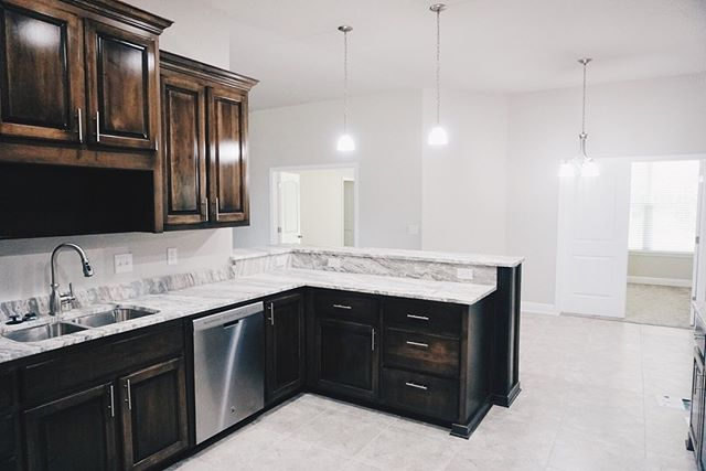 2428 Okatie Lane Lot 33D 3011 plan 4 bed/3 bath FOR SALE❤️ Call Angela Ballard for more info: 850-712-2636 thomashomescorp.com/carrington #mythomashome #homesweethome . . . . #thomashomes #homebuilder #construction #realestate #architecture #contractors #property #home #developers #buildersofinstagram #house #dreamhome #homedesign #contractorsofinsta #customhomes #newhome #firsthome #househunting #luxuryhomes #pensacolahomebuilder #pensacolarealestate #flhomebuilder #thomashomecorp #localbusiness #pensacolabusiness
