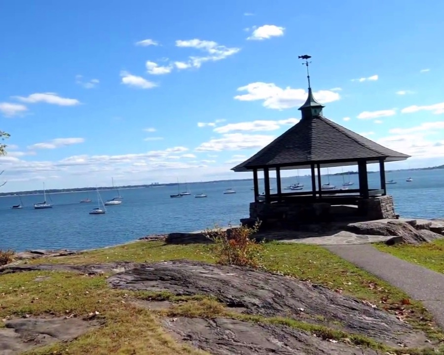 A path along the Long Island Sound provides beautiful views and a relaxing location for walk and talk sessions