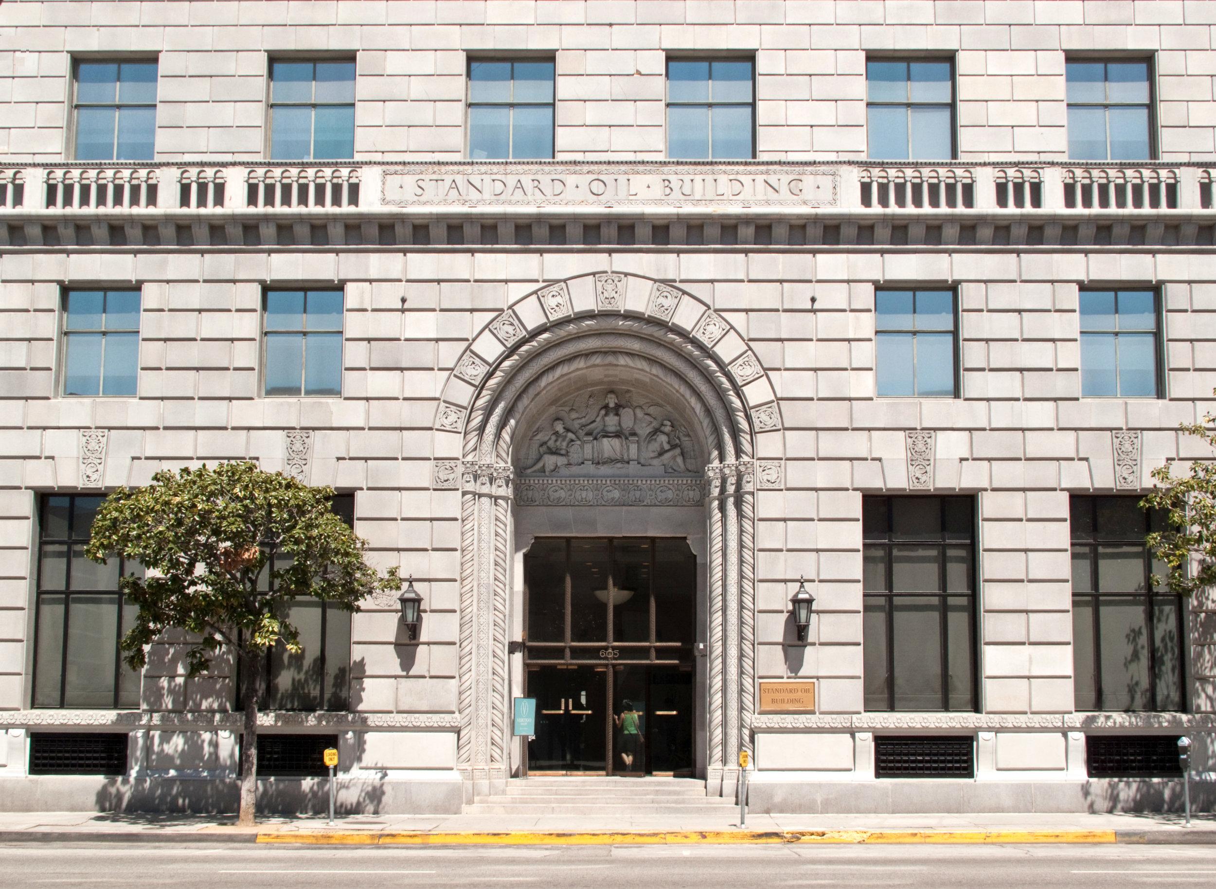 Standard_Oil_Company_Building_entrance,_Los_Angeles.jpg