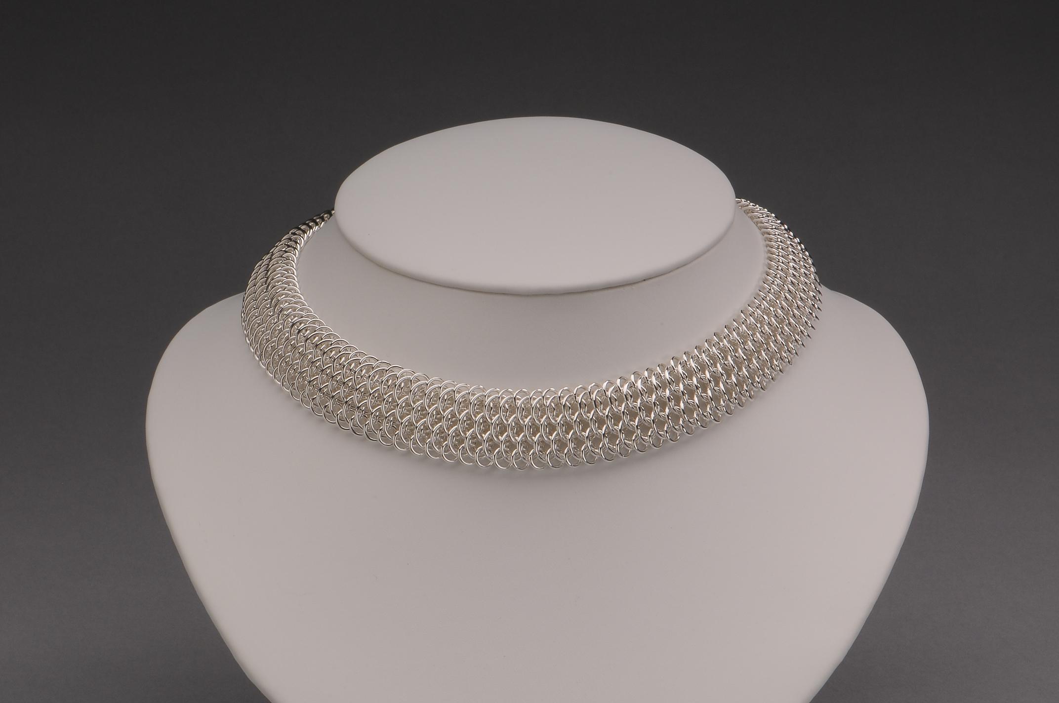 Delicate Dragonscale Collar