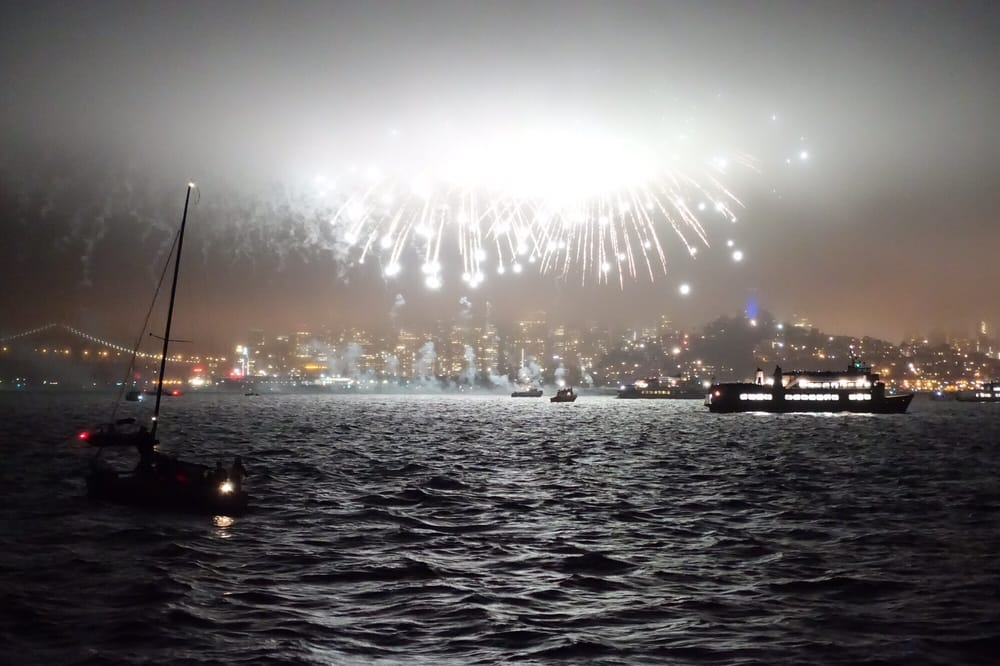 fireworks-yacht-cruise-sf-bay.jpg