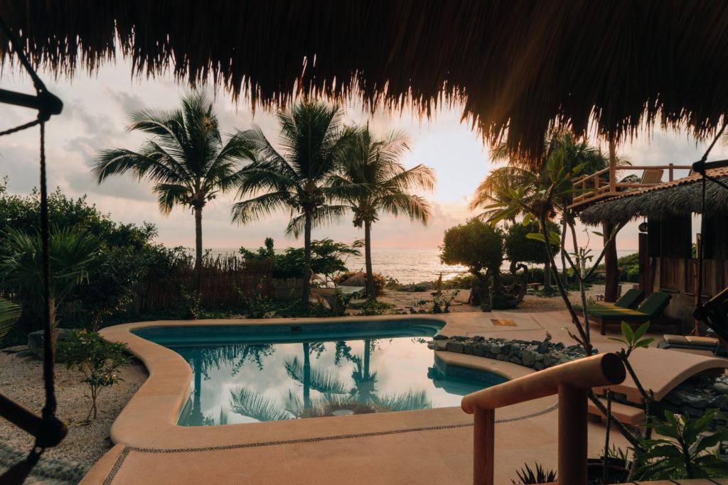Pool-and-Ocean-Yoga-del-Pacifico.jpg