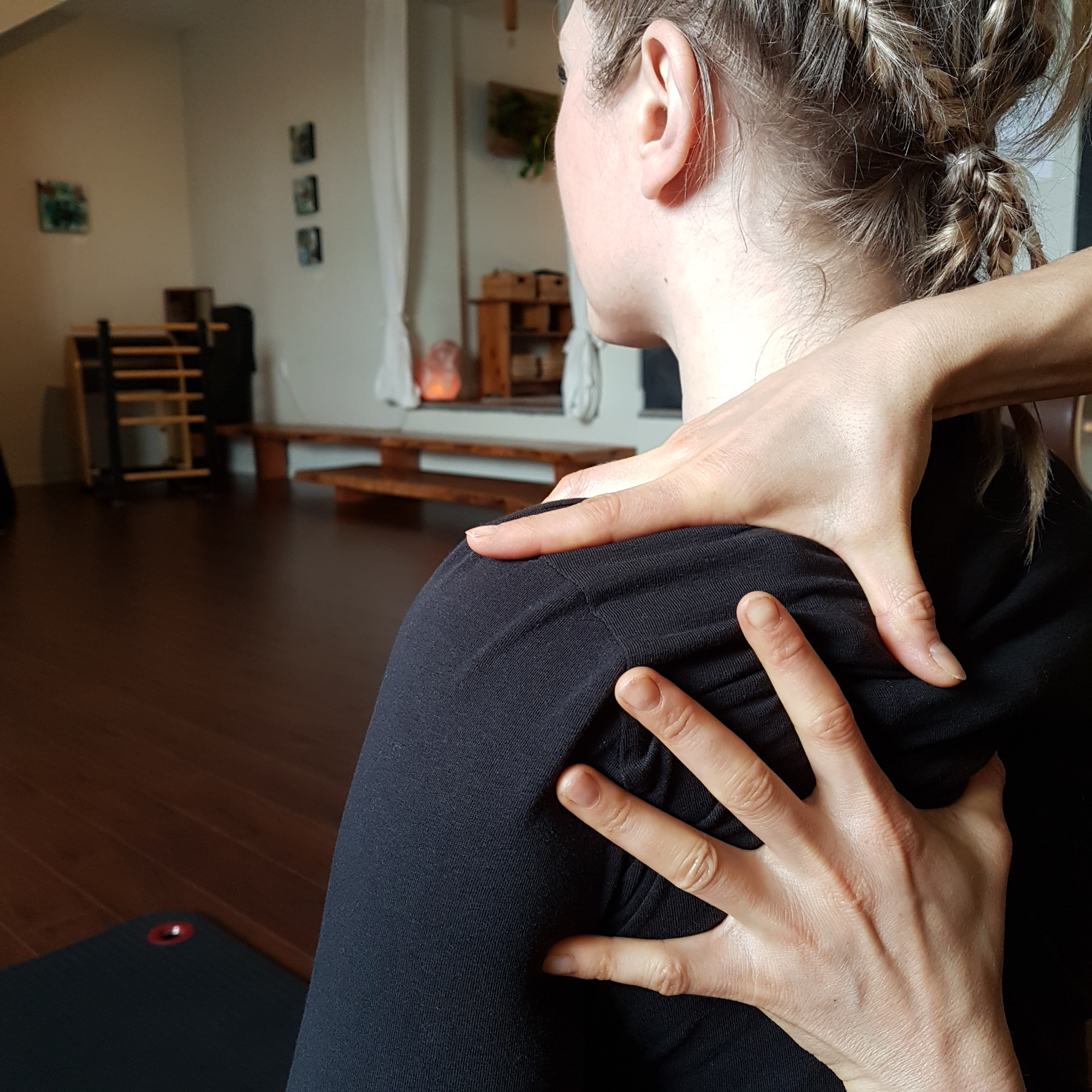 DarcyMcMurray-CueingWiththeHands-Pilates.jpg