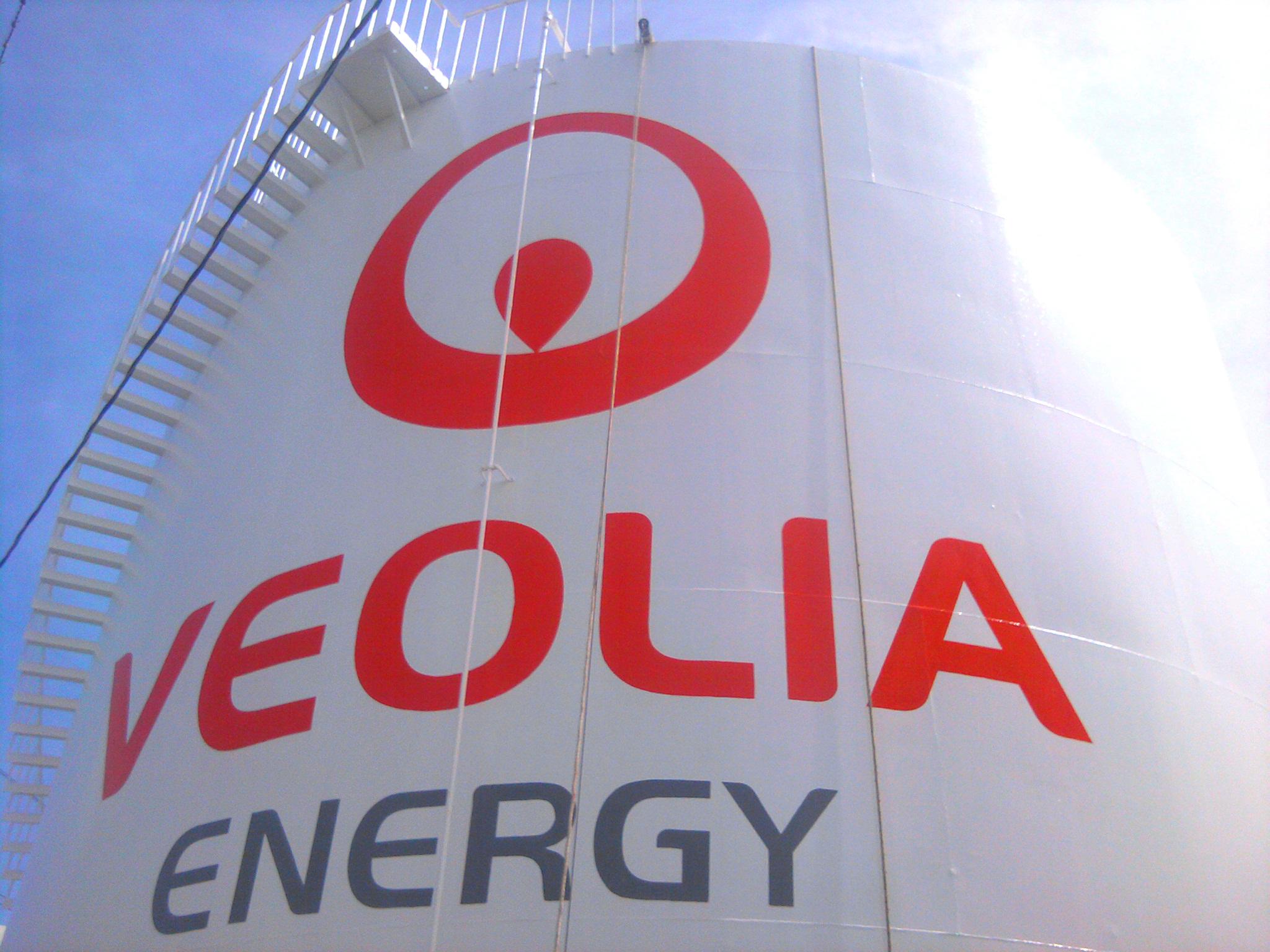 painted logo on Veolia tank Philadelphia, PA