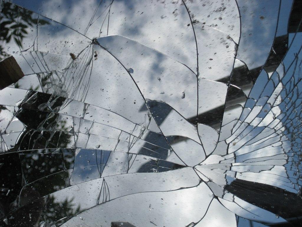brokenmirror.jpg