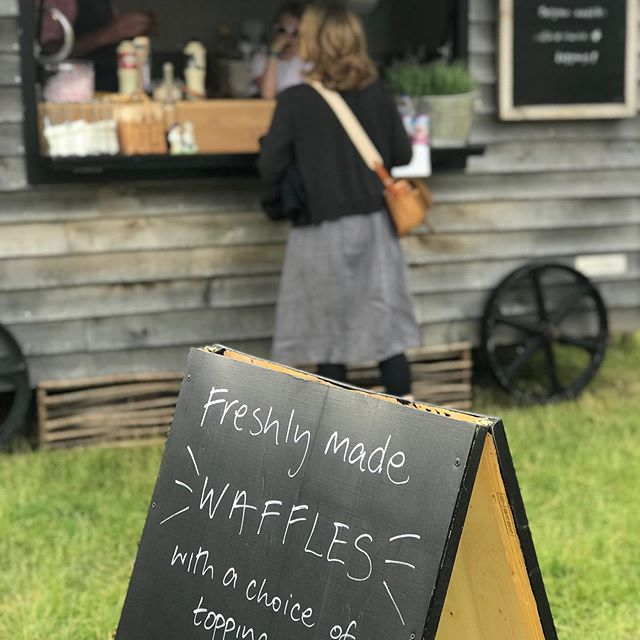 It's @chalkevalleyhistoryfestival week again! So brilliant to be back at this fantastic event and even better because it's about 3 minutes from home 🙌🏻 #mobilecatering #salisbury #wiltshire #chalkevalley #chalkevalleyhistoryfestival #waffles #shepherdshut