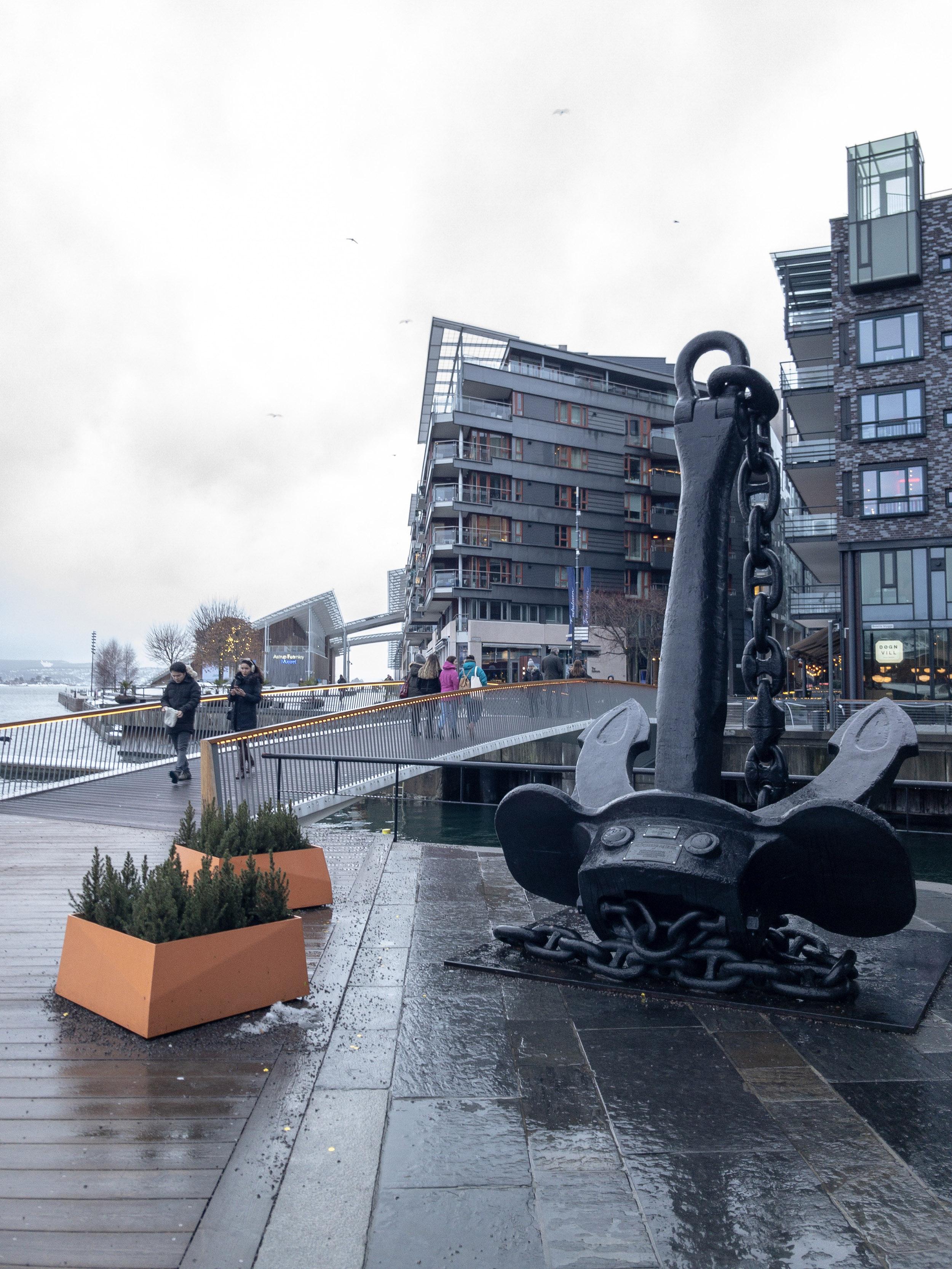 Aker Brygge Oslo anchor.JPG