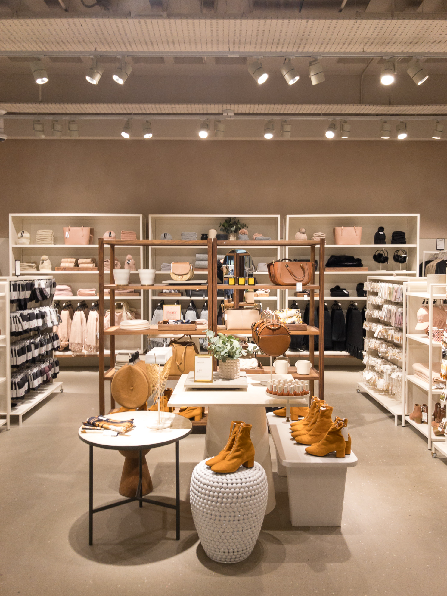 H&M Hammersmith Interior Product Display Design Visual Merchandising.jpg
