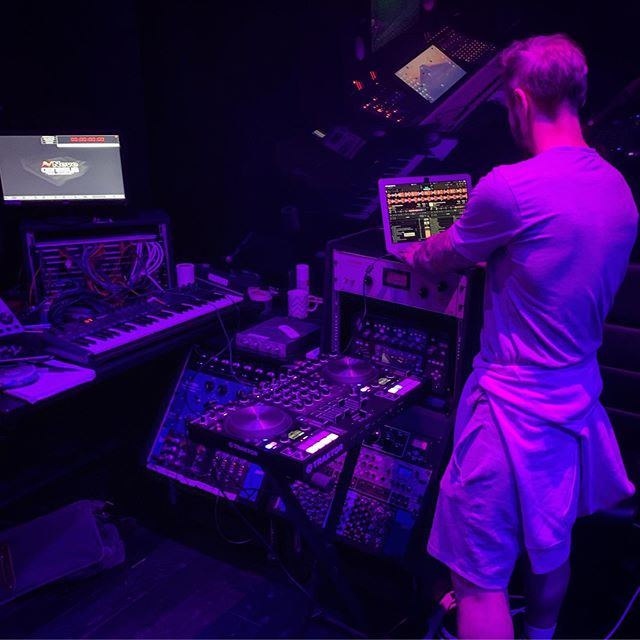 new sounds coming 🚀🔥💣💥 with Chris @oscillaterecordings ✌🏻 . . . #datatransmissionradio #blacksilencemusic #ibiza #ableton #traktordj #housemusic #techno