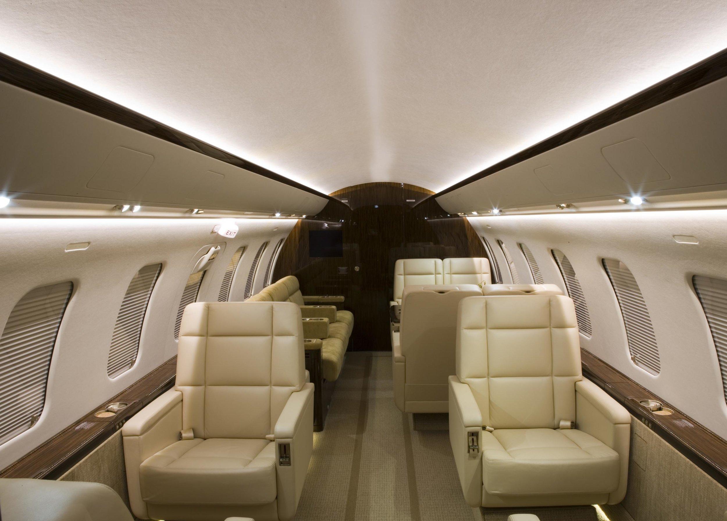 CL605 interior.jpg