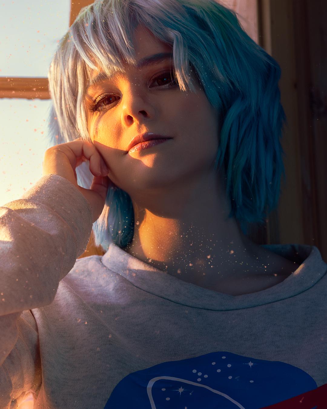 Portrett av earth-chan i en vindusramme. cosplay fotografi ved solnedgang    Portrait of Earth-chan at sunset. sitting in a window frame. closeup portrait. cosplayphotography.