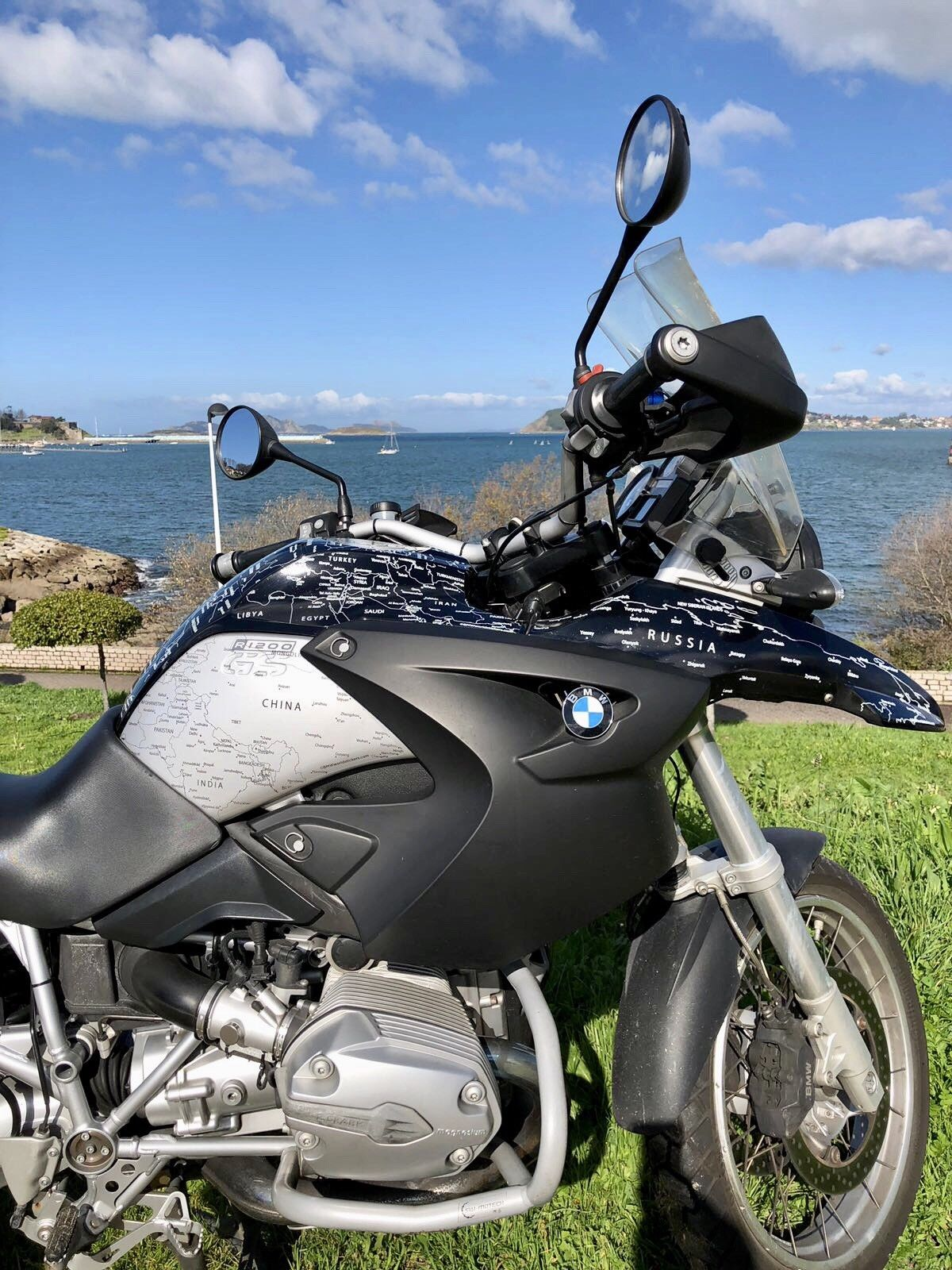 BMW R1200GS 2004 to 2007 World Stickers Full Set Black and Silver Side view.jpg