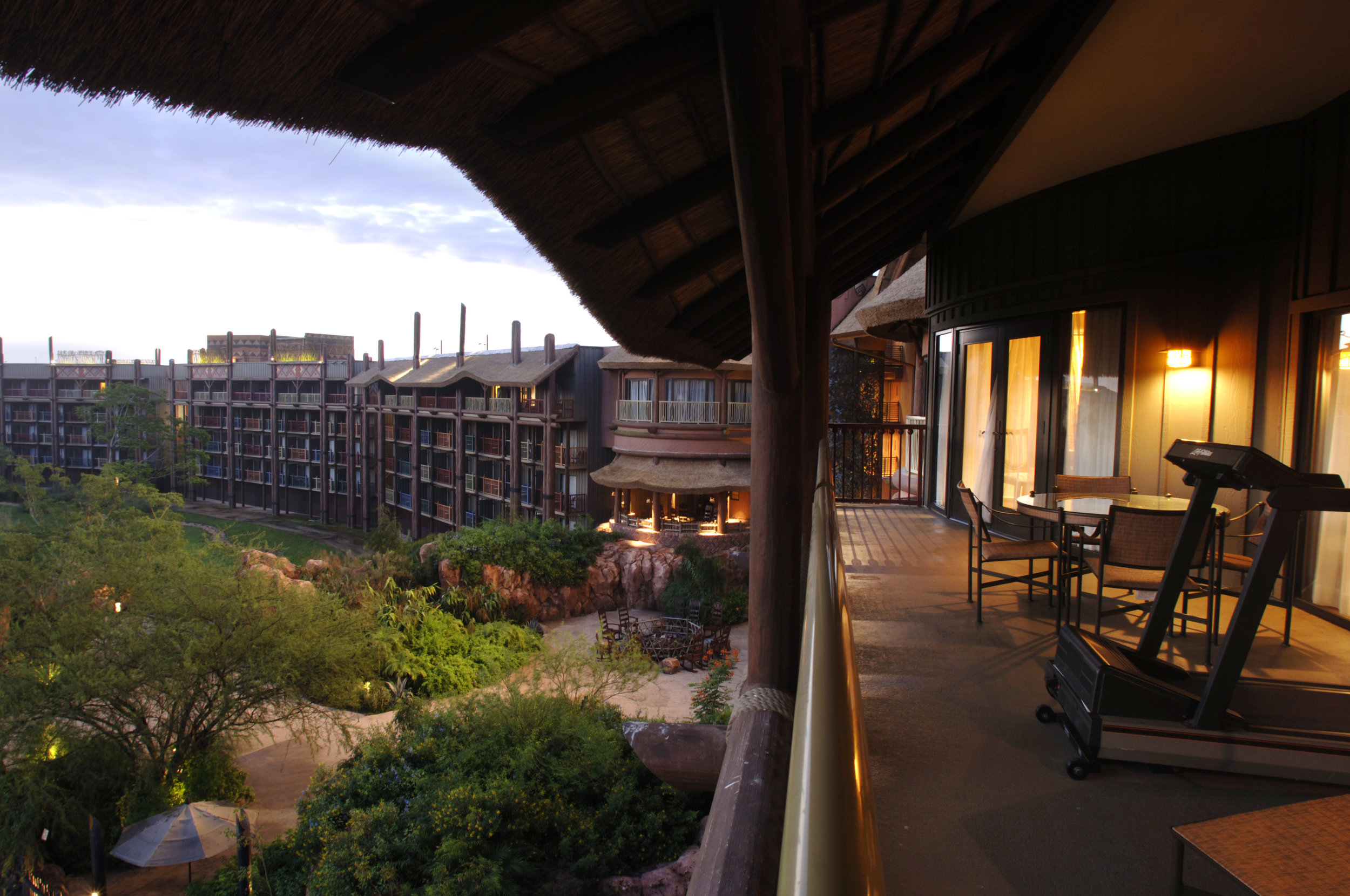 Disneys_Animal_Kingdom_Lodge_(2831923112).jpg