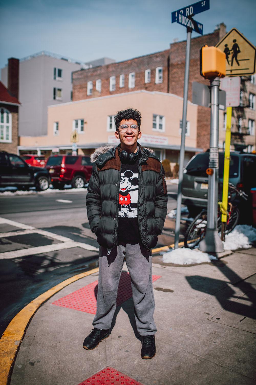 ¿Cómo ves esta ciudad? - Me gusta aquí porque sabes que? West New York es diferente y aunque es una ciudad pequeña hay mucha gente buena aquí y eso es difícil de encontrar.