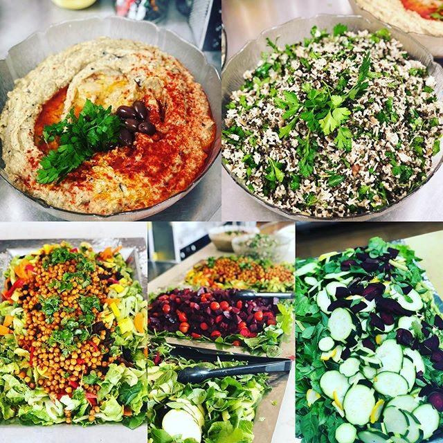Another epic meal for our favorite community of yogis @satnamfestival 🙏thanks to the kitchen team for an amazing 😉 week of service & hard work 👍blessings to @sat_nam_foundation farm for providing use with some amazing organic produce & Chef Katie @balsamicmercy for leading the way #satnam #waheguru #yoga #consciouschefs #weloveeverybody #organicplantbased #satnamfesteast #kitchenwithamission