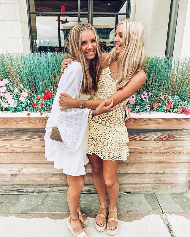 What's better than being tan with your best friend?! We sure do love the Godby sisters! ✨These bronzed beauties love our rapid solutions which allow them to rinse in as little as 2 hours!✨ #tan2glowfortworth #tan2glow #perfecttan #airbrushtan #sunlesstan #glow