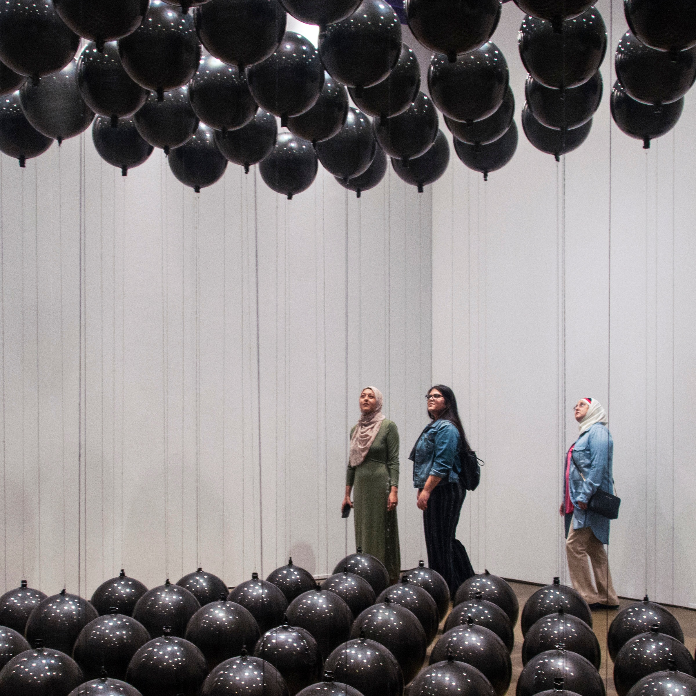 BLACK BALLOONS  Tadao Cern