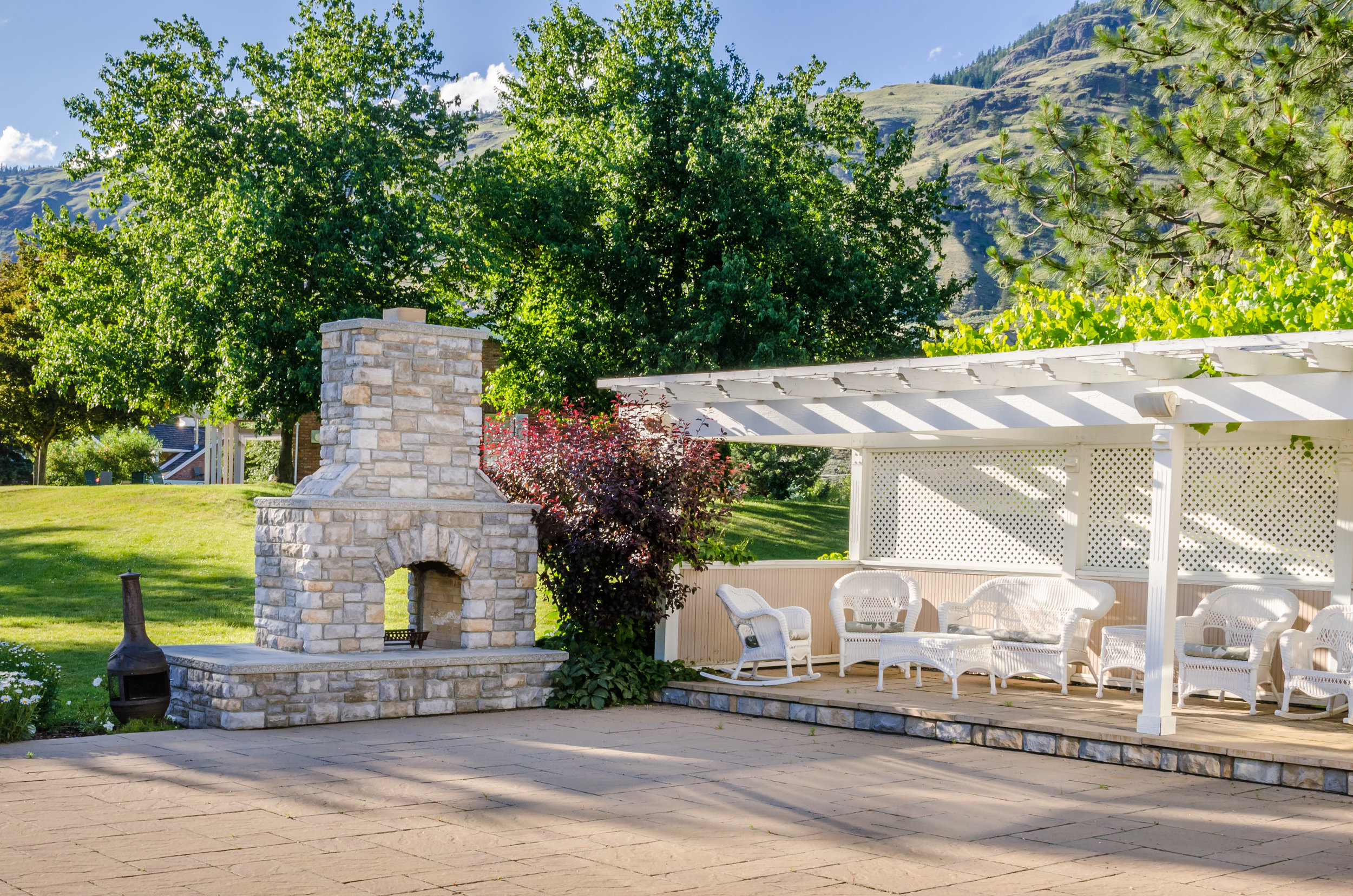 Fireplaces are similar to fire pits but with a…  learn more