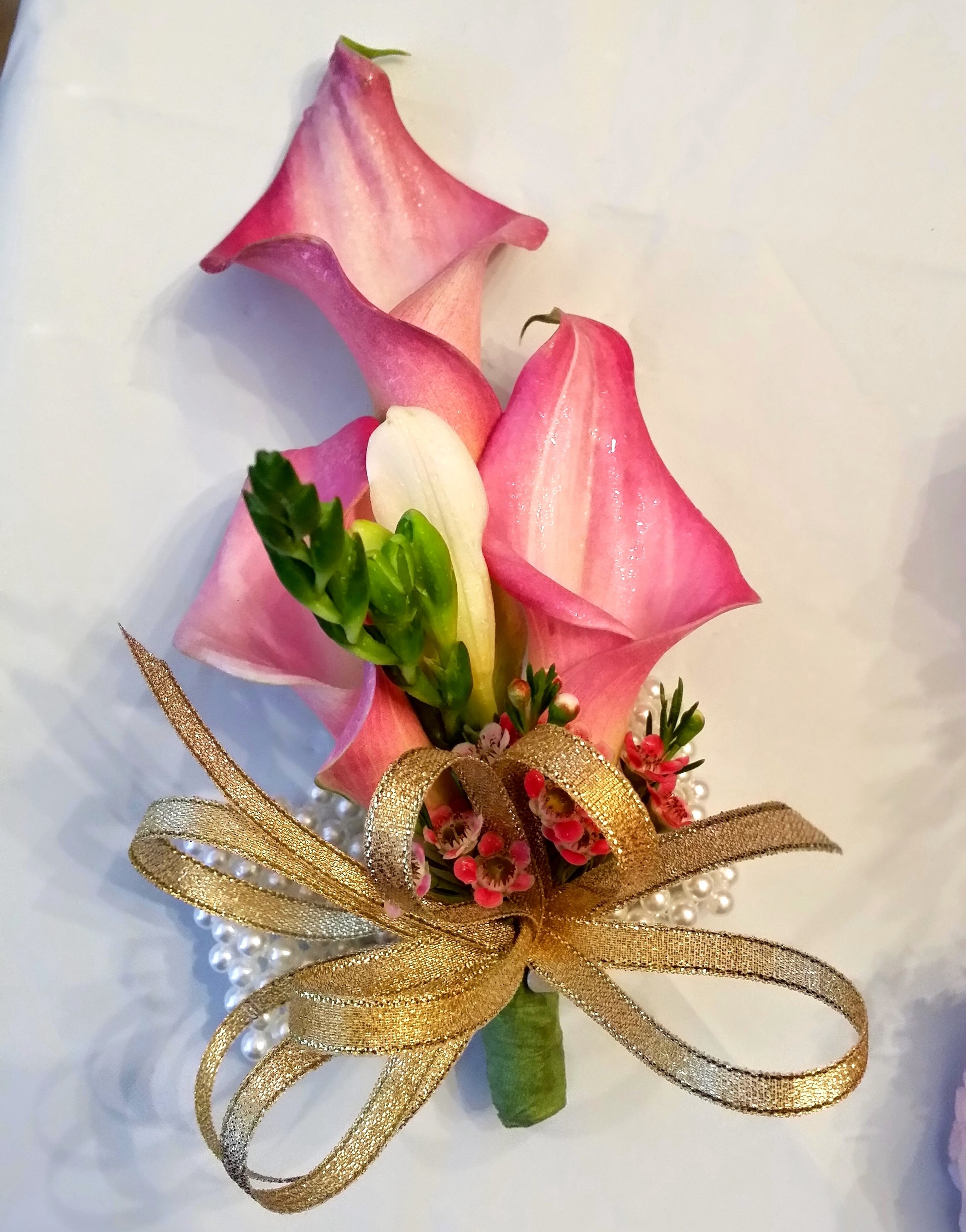 - Calla Lilies are so great for creating height in a boutonniere, and we love how the three lilies paired together showcase just how lovely of a flower this is.