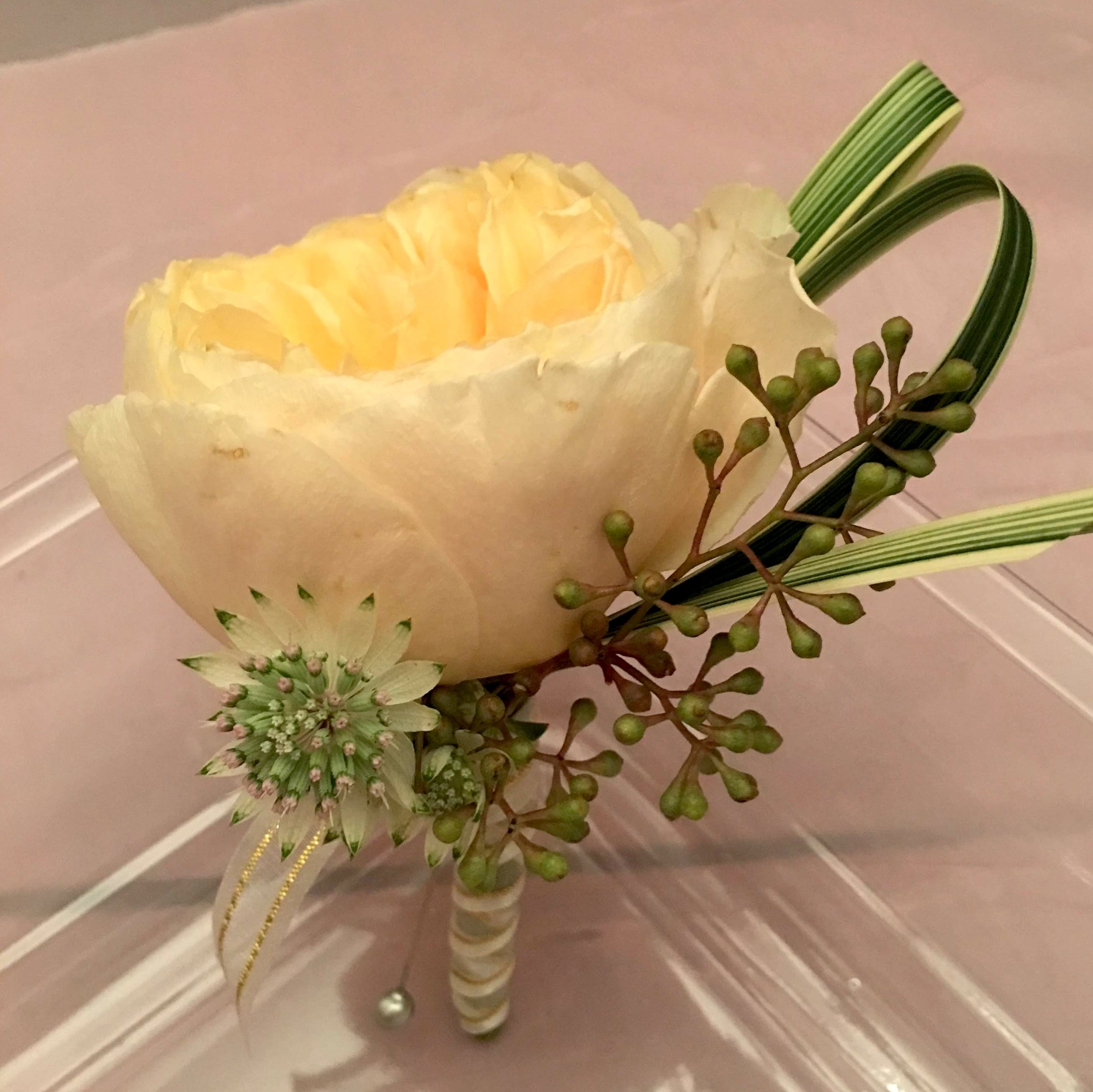 - Another simple, yet elegant boutonniere with the main focus on the peony. We just can't get over how exciting peonies can be!