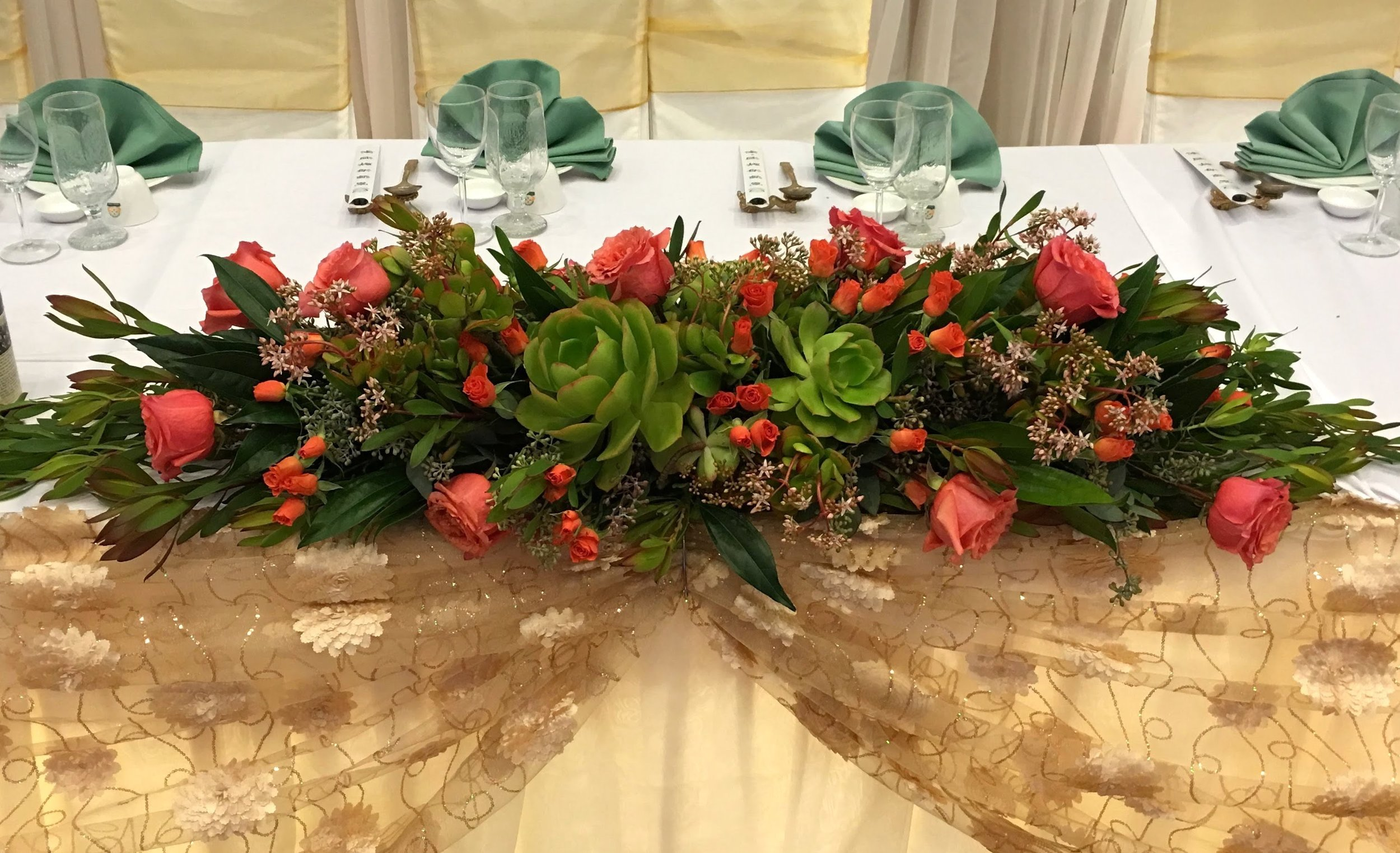 - Succulents are becoming popular in wedding florals, though at times it's difficult to make them stand out because they can oftentimes blend in with the leaves. By adding roses to create a pop of color the succulents stand out more and photograph better.
