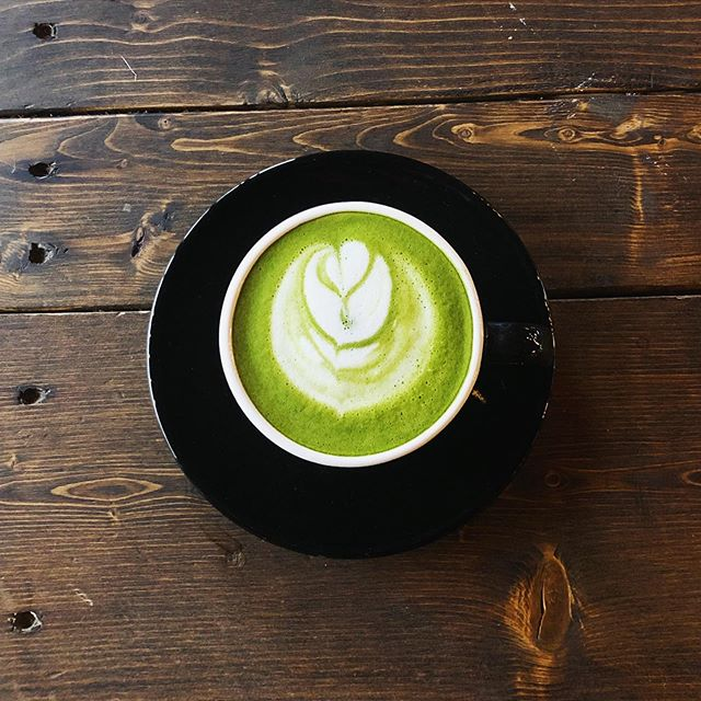 Matcha is high in catechins and antioxidants. It's great for your digestive system! Go ahead, have that extra slice of pie for thanksgiving 😉🍰 We only use 100% organic matcha green tea. For that extra boost try it with oat milk!  #sloanetea #torontocoffee #yyzcoffee #greentea #matcha #toronto #trinitybellwoods #coffeecrawl