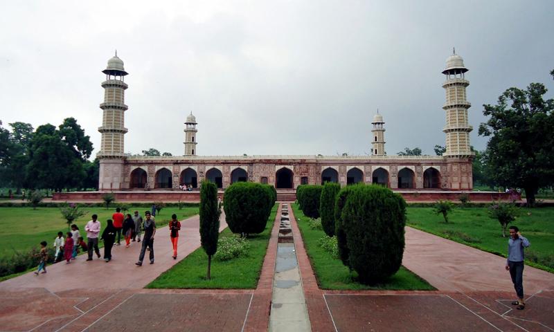 Photo 92 - Jehangir's Tomb.jpg