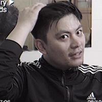 黃建豪   嚎哮排演  擔任:文科叔叔  國立中山大學劇場藝術學系、國立臺北藝術大學劇場藝術創作研究所表演組。近年作品包括:三立電視華劇「好想談戀愛」、台南人劇團「K24十週年紀念版」、嚎哮排演「全家都去你家」褶子劇團「死刑犯的最後一天」,現為影視與劇場演員。