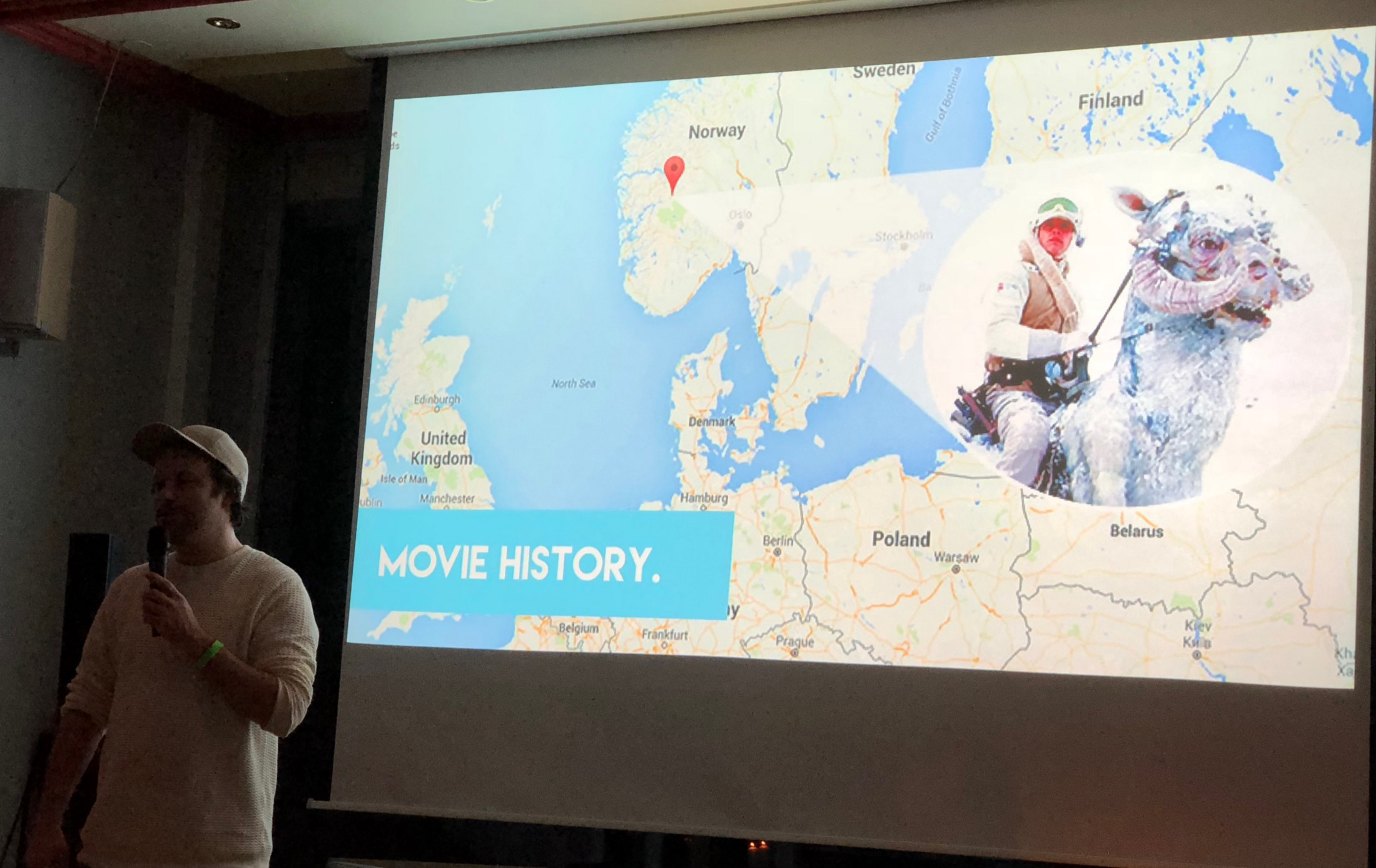 Andreas Frølich opens the event with some movie history.