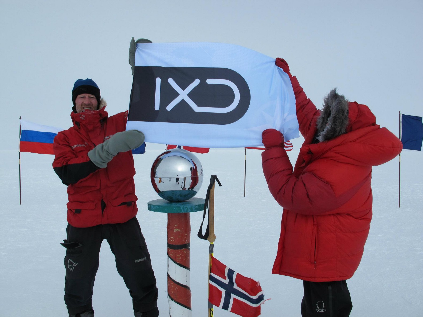 Børge Ousland and the IXD flag on the Southpole — 15th of desember 2011