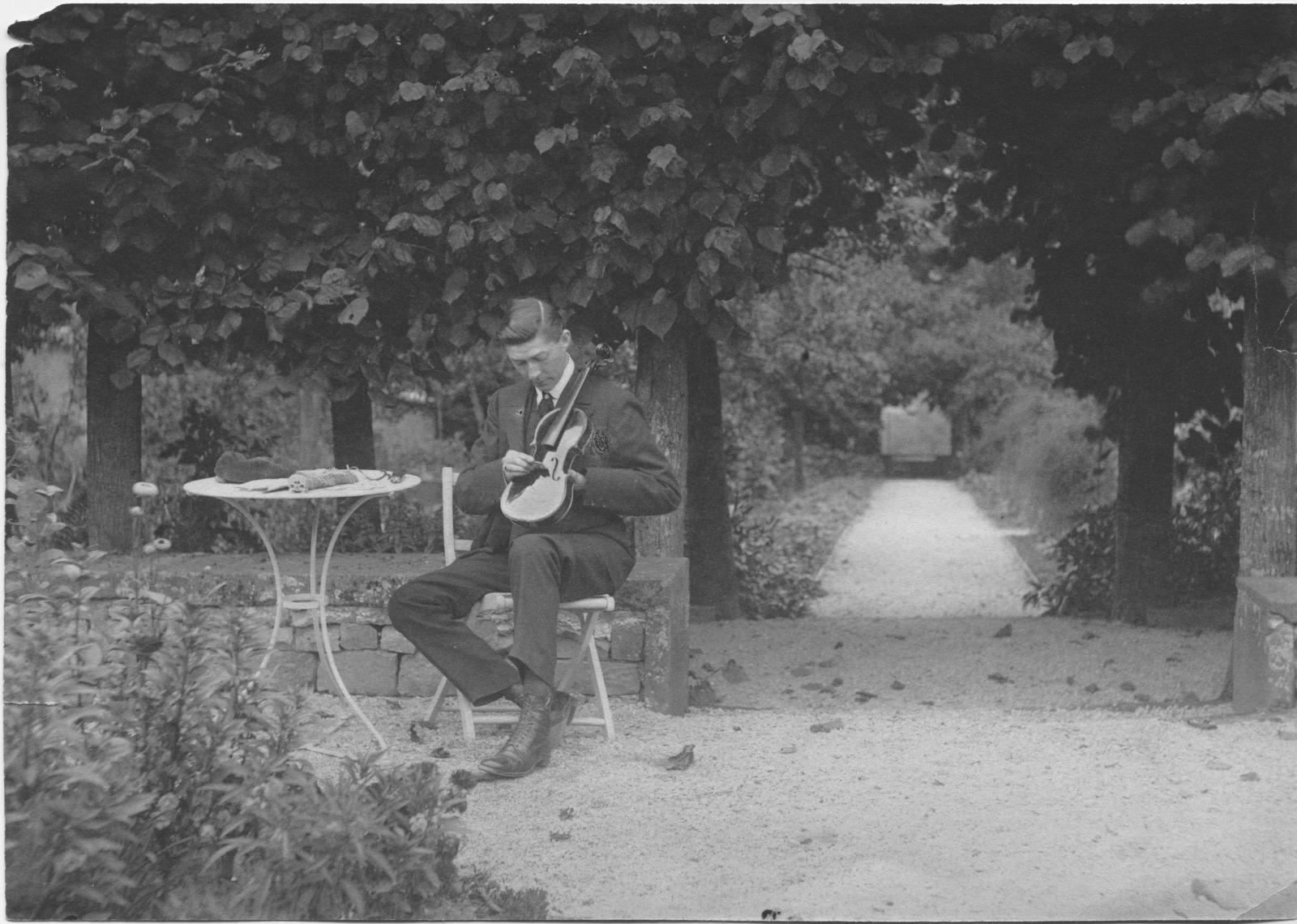 The garden of Heath Lodge, c.1895