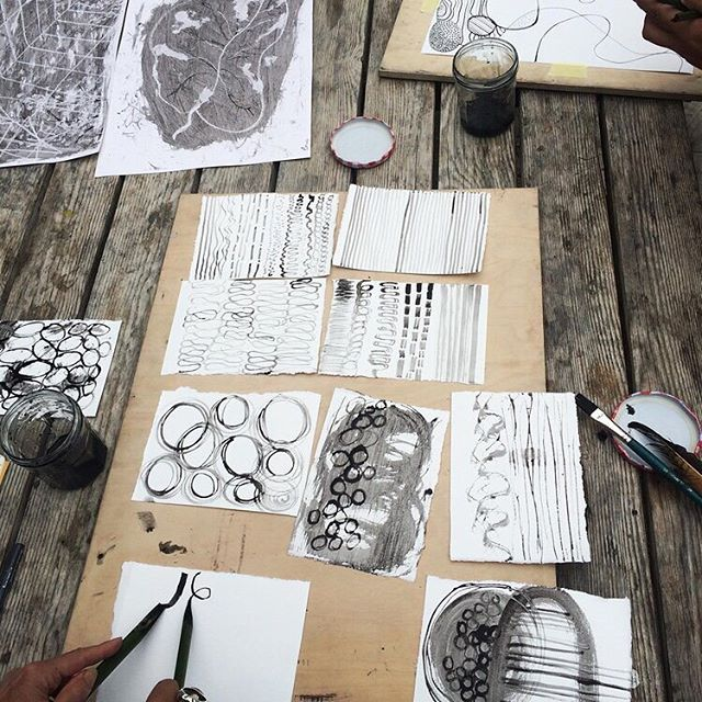 We are so excited to be inviting wonderful artist @naomi.creative.roots to run this incredible ink making workshop @cato.press next month.  Naomi Hannam is an artist, educator and nature based facilitator. Her work center's around weaving connection between land, community and creativity. She works with the abundance of nature to celebrate beauty, play, curiosity and creativity.  You will learn how to forage for and make your own ink and quills from plants. We can't wait to run this course, to see more about it follow our link in bio.