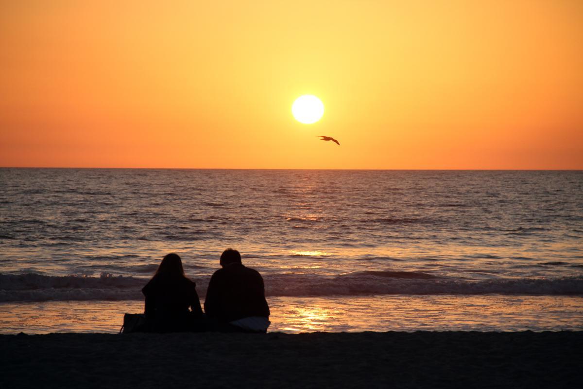 1200-532263109-couple-watching-sunset.jpg