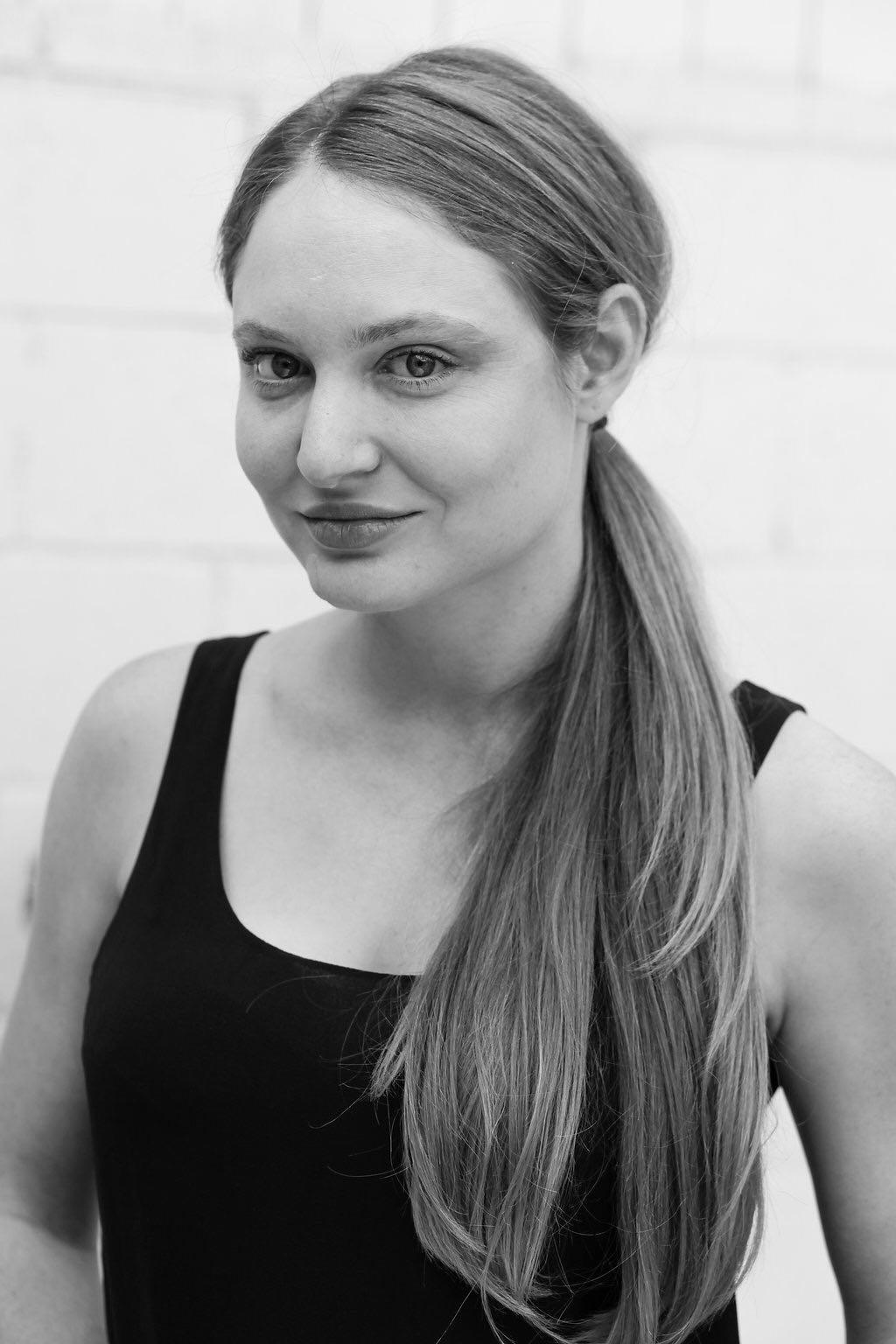 Julia Wick  @sherlyholmes