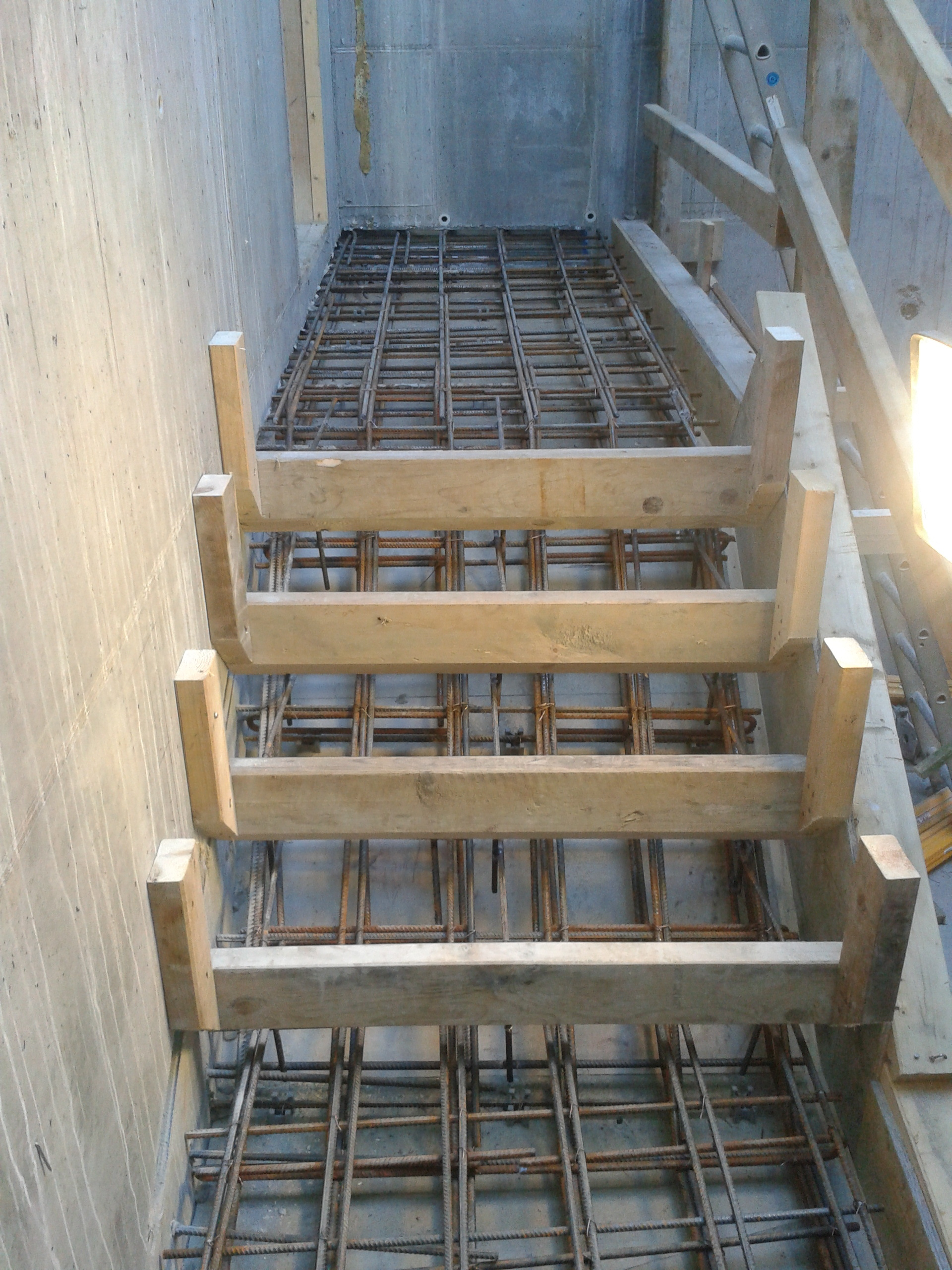 Stairs formwork - Stairs is made anywhere in many different ways and on many different underlay like dirt, gravel, or in the air like in a stairwell.