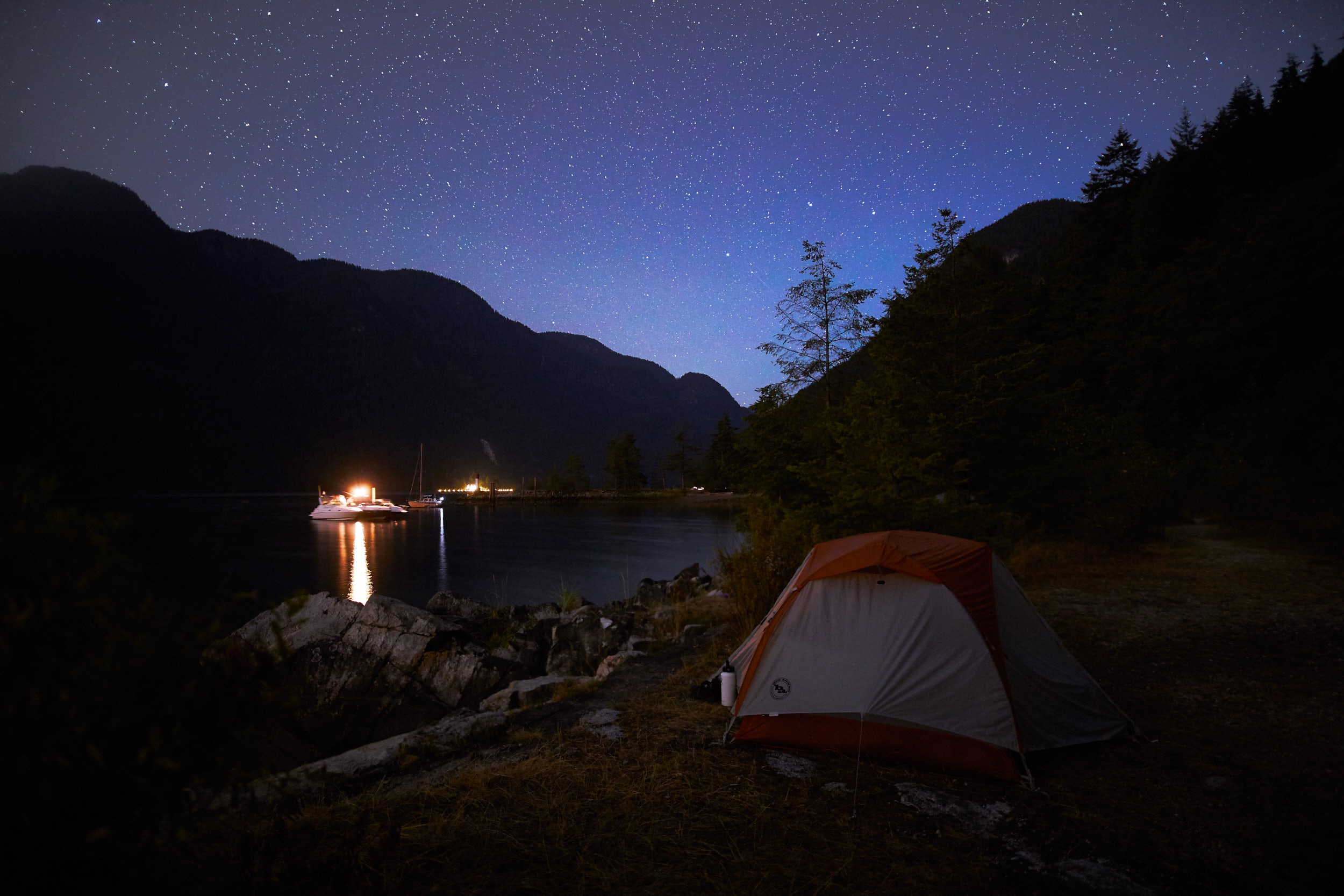 We found a camping area right next to the water and had clear skies the first night.