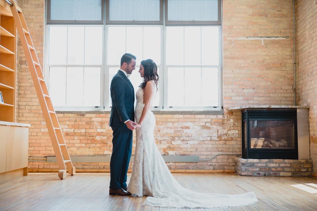 06_Minneapolis_Wedding_photographers-1100x733.jpg