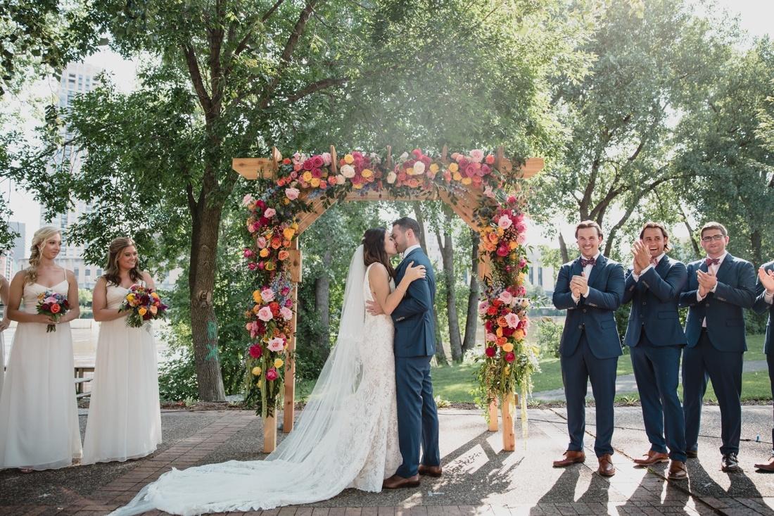 40_Minneapolis_Wedding_photographers-1100x733.jpg
