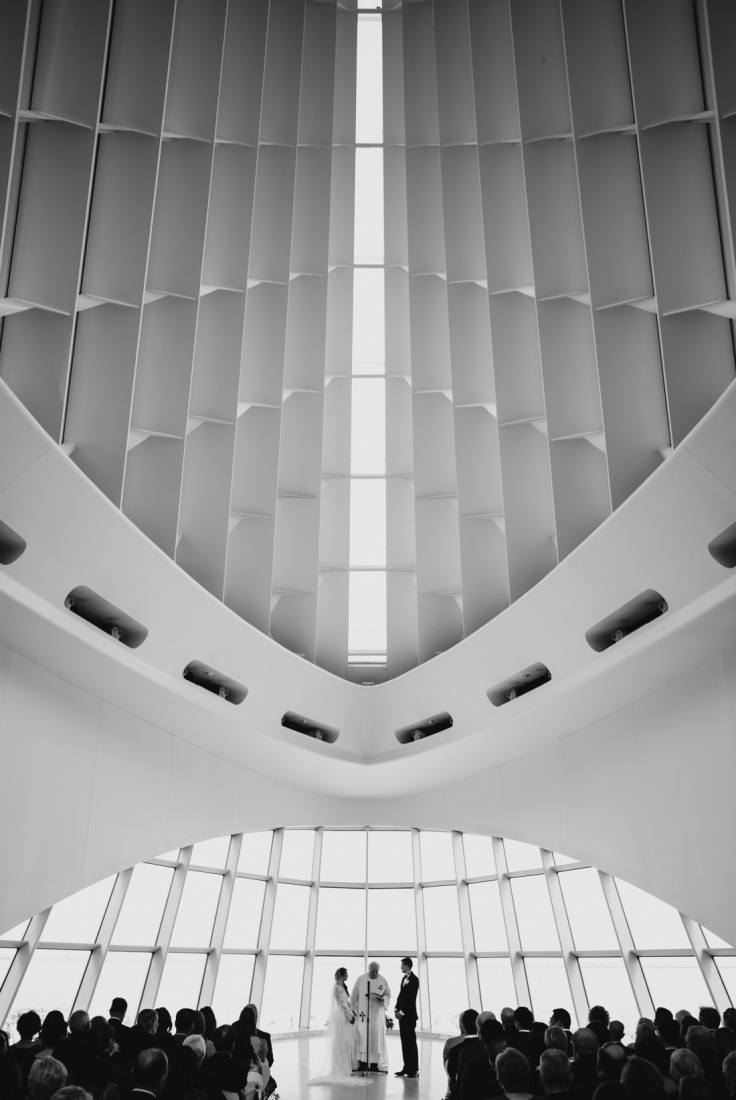 18_Milwaukee-Art-Museum-Wedding-736x1100.jpg