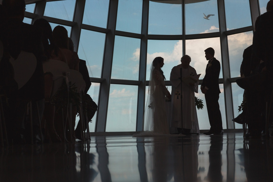 19_Milwaukee-Art-Museum-Wedding-1100x733.jpg