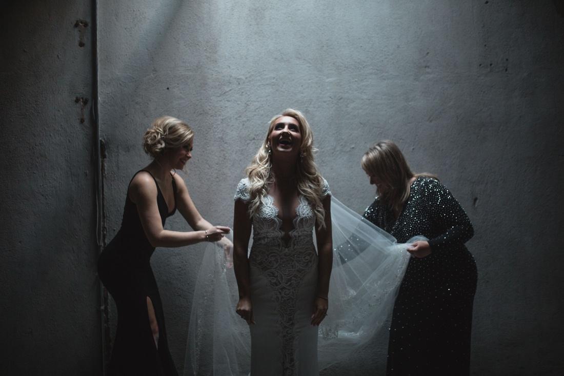 05_Minneapolis_aria_wedding_photography-1100x733.jpg