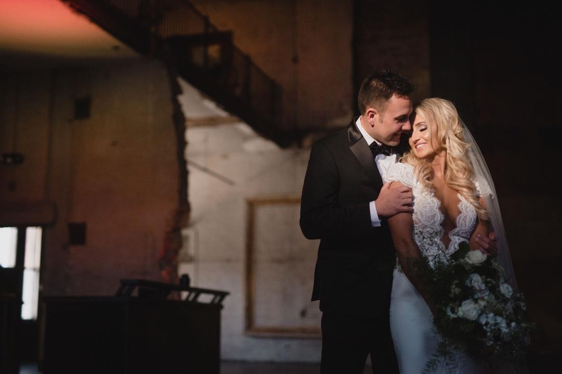 19_Minneapolis_aria_wedding_photography-1100x733.jpg
